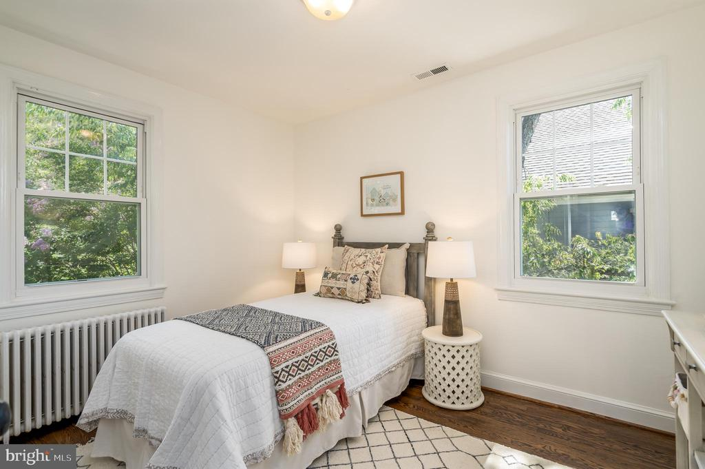 Fourth bedroom with two exposures - 3506 7TH ST N, ARLINGTON