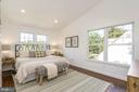 Two exposures and high ceilings - 3506 7TH ST N, ARLINGTON