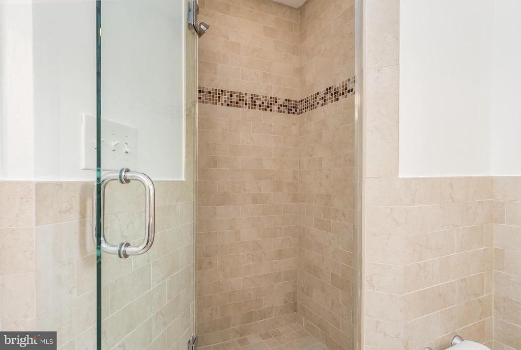 Frameless glass separate shower - 3506 7TH ST N, ARLINGTON