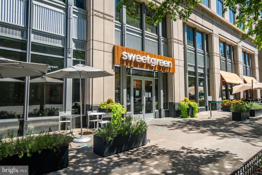 Walk to SweetGreen - 3506 7TH ST N, ARLINGTON