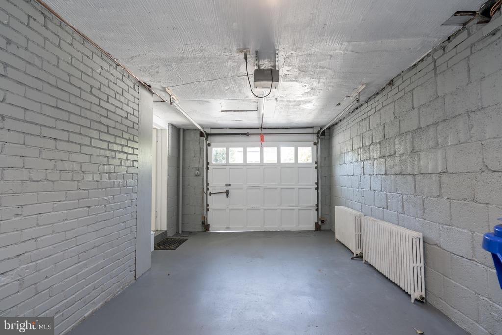 Attached garage - 3506 7TH ST N, ARLINGTON