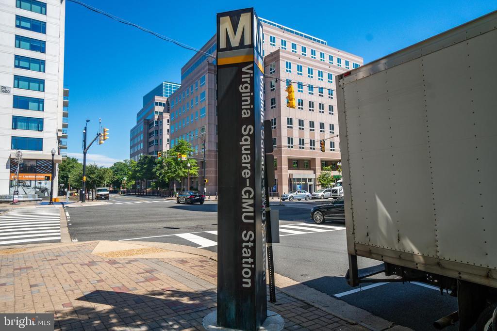 Blocks to the Virginia Square Metro! - 3506 7TH ST N, ARLINGTON