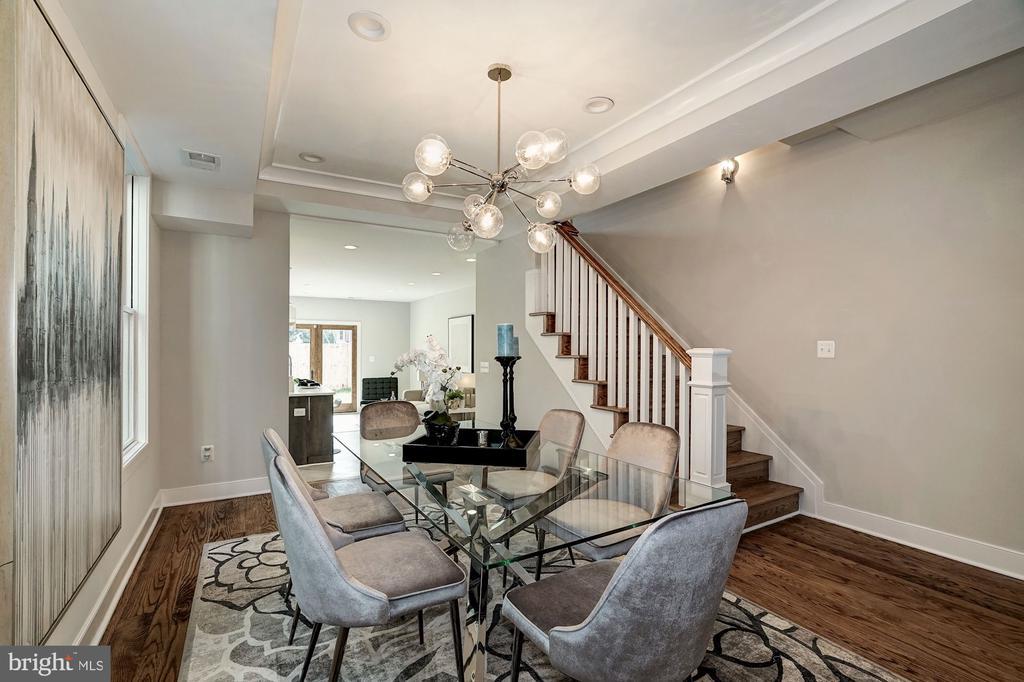 Dining Room  (very similar example) - 427 N CLEVELAND ST, ARLINGTON