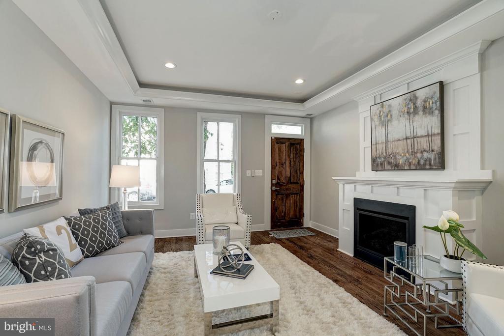Living Room  (very similar example) - 427 N CLEVELAND ST, ARLINGTON
