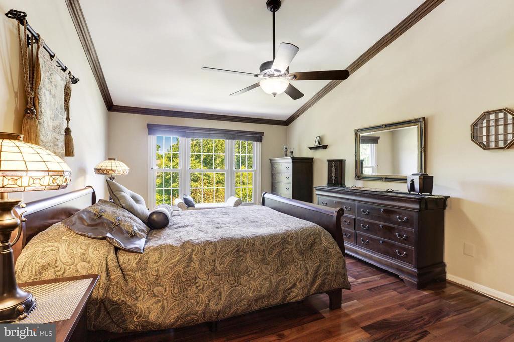 Large master bedroom - 13915 MARBLESTONE DR, CLIFTON