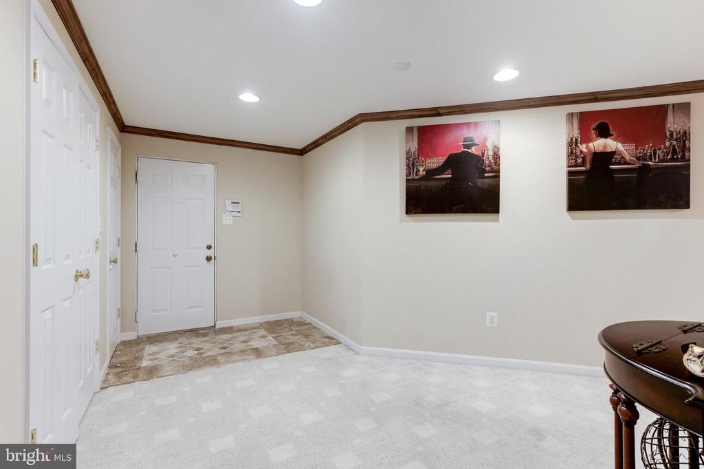 Walk out to the garage - 13915 MARBLESTONE DR, CLIFTON