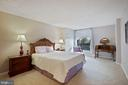 Oversized Master Bedroom  with great view - 1800 OLD MEADOW RD #1106, MCLEAN