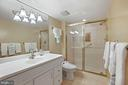 Huge Bath with Large step in Shower - 1800 OLD MEADOW RD #1106, MCLEAN