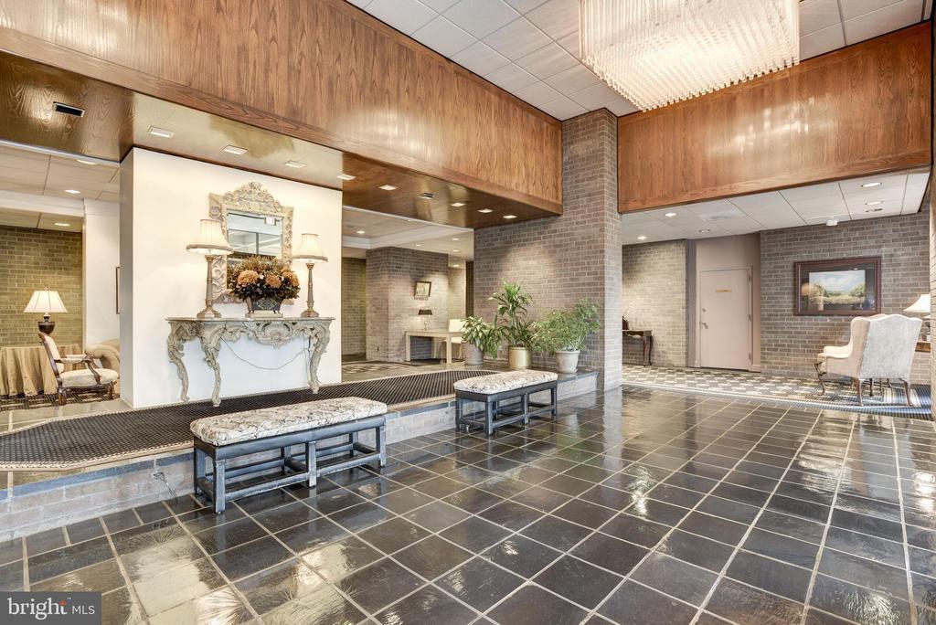 Lobby of Regency at McLean Bldg - 1800 OLD MEADOW RD #1106, MCLEAN