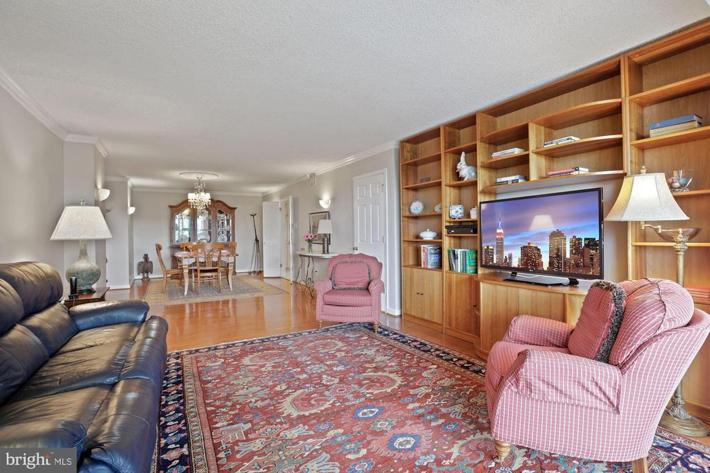 This space could be 3rd Bedroom or office - 1800 OLD MEADOW RD #1106, MCLEAN