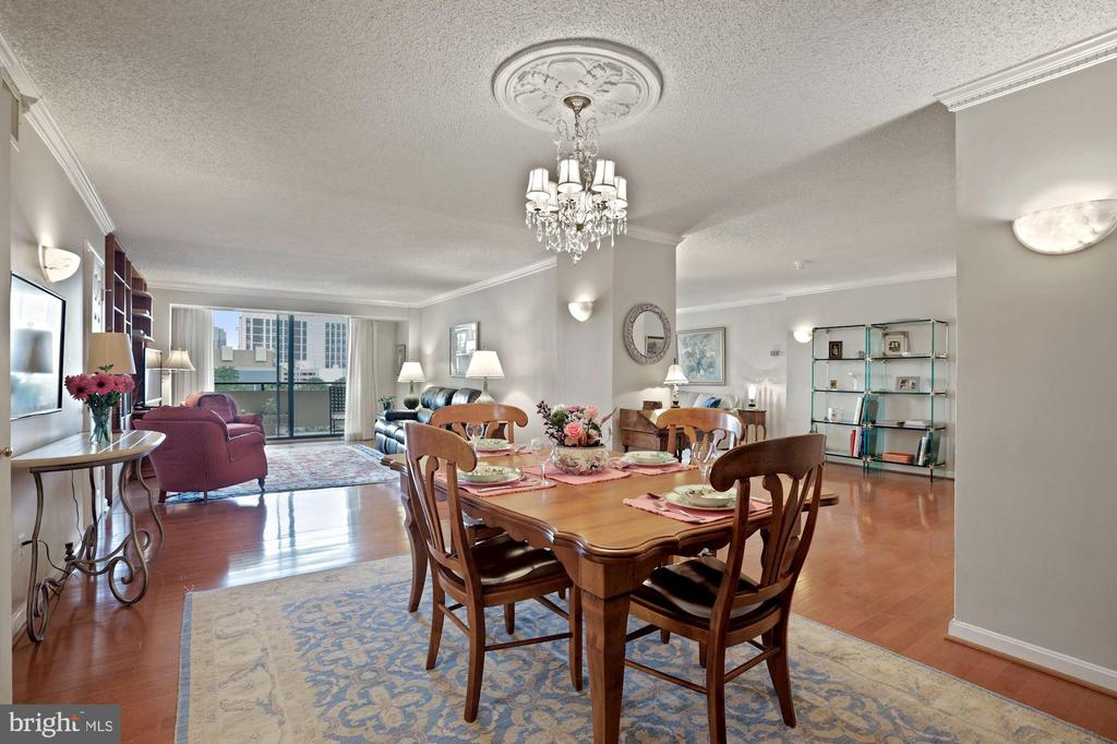 Formal Dining Room seats many for Dinner - 1800 OLD MEADOW RD #1106, MCLEAN