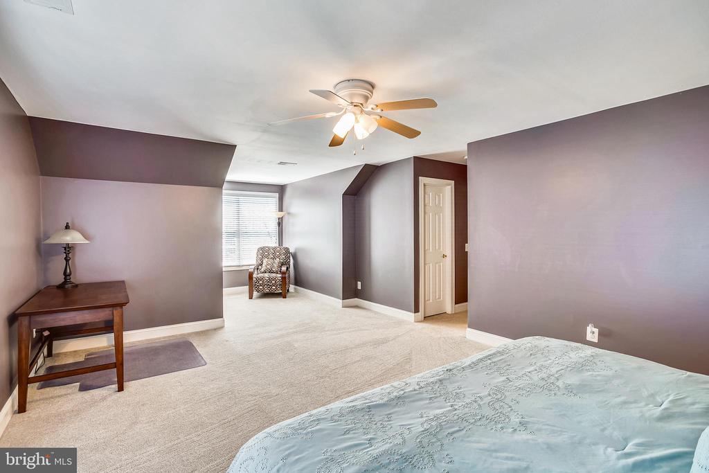 BEDROOM SUITE - 6444 ROCK HOLLOW LN, CLIFTON
