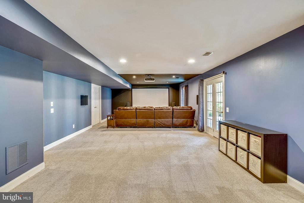 RECREATION ROOM, FULL WALK-OUT TO PATIO - 6444 ROCK HOLLOW LN, CLIFTON