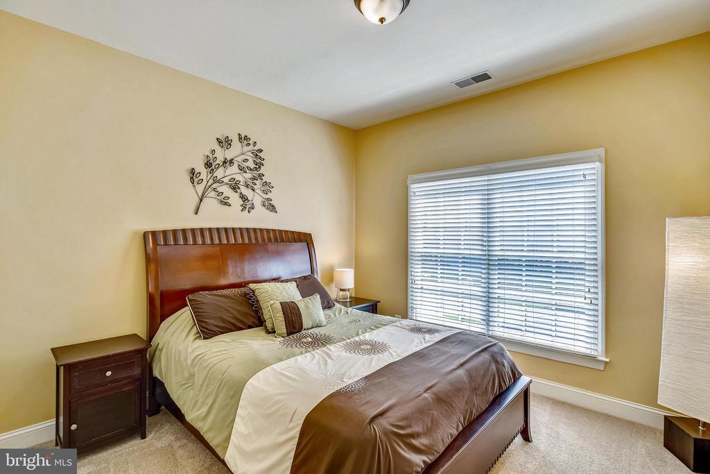 BEDROOM - 6444 ROCK HOLLOW LN, CLIFTON