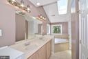 Master Bathroom (Upper Level) - 3366 BANNERWOOD DR, ANNANDALE