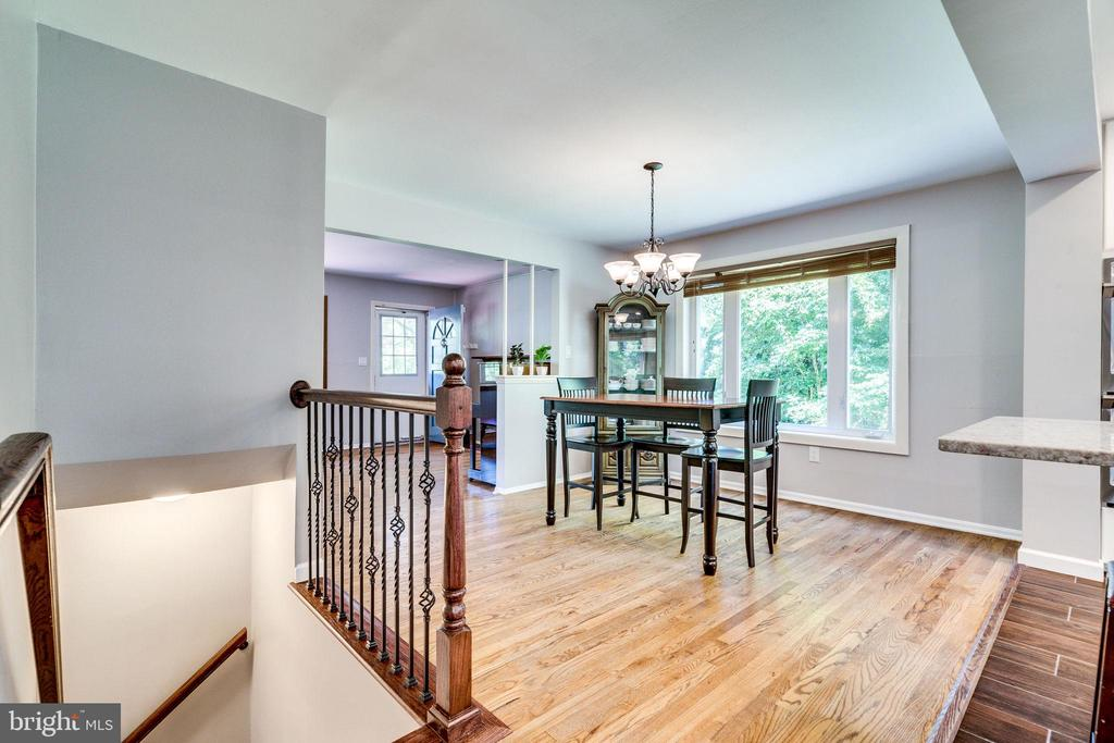 Heading downstairs for more great space - 5708 GLENWOOD CT, ALEXANDRIA