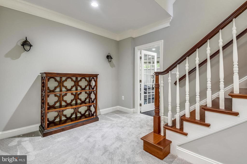 Landing Lower Level - 6811 CLIFTON RD, CLIFTON