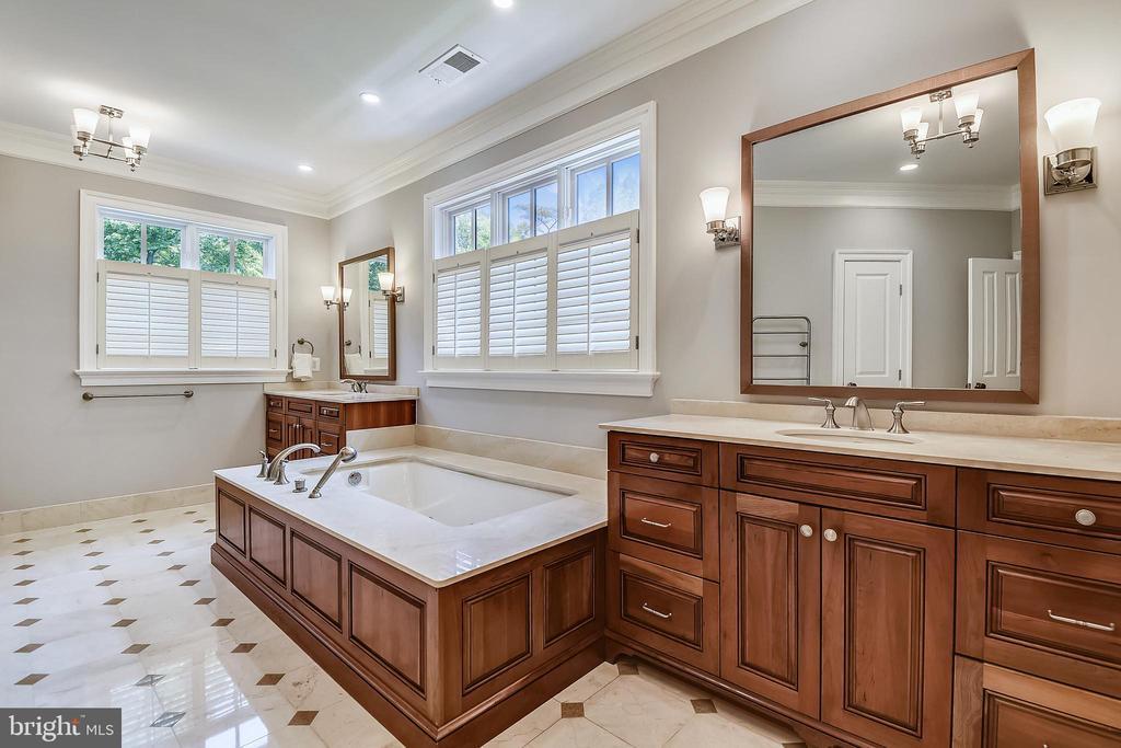 Master Bath - 6811 CLIFTON RD, CLIFTON