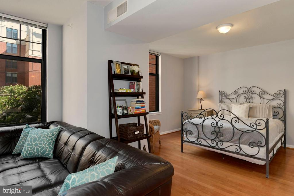 Separate bedroom area - 1021 N GARFIELD ST #323, ARLINGTON