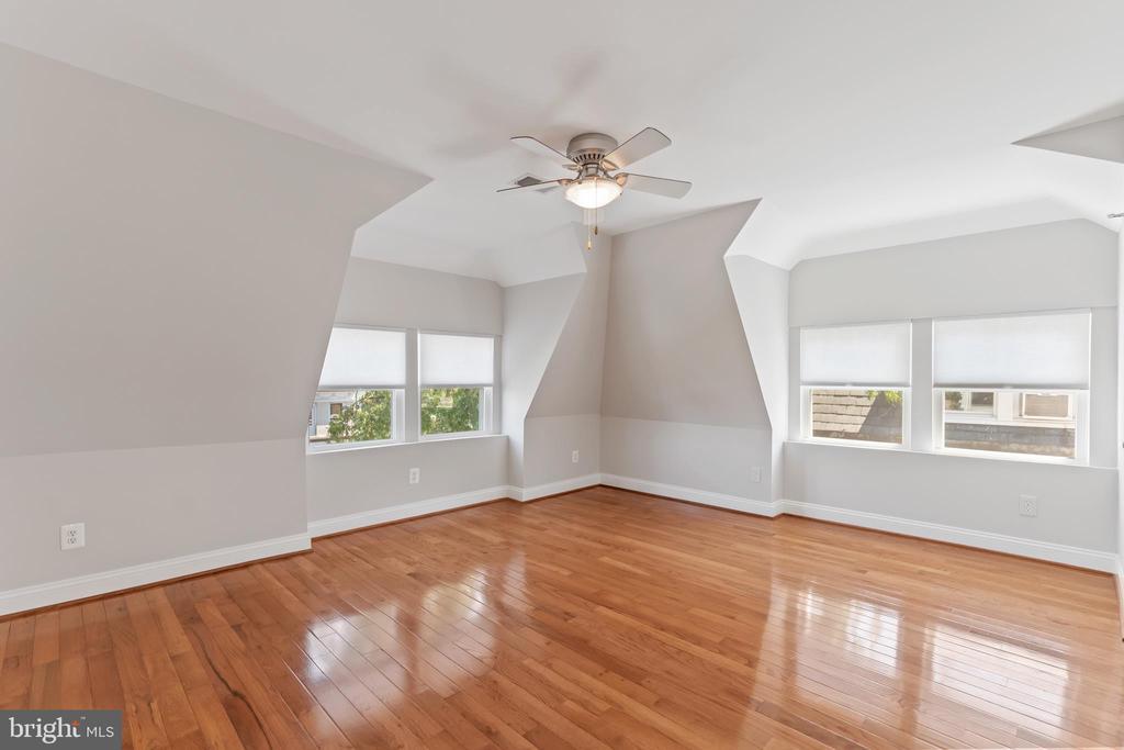 Master Bedroom - tons of natural light - 3518 10TH ST NW #B, WASHINGTON