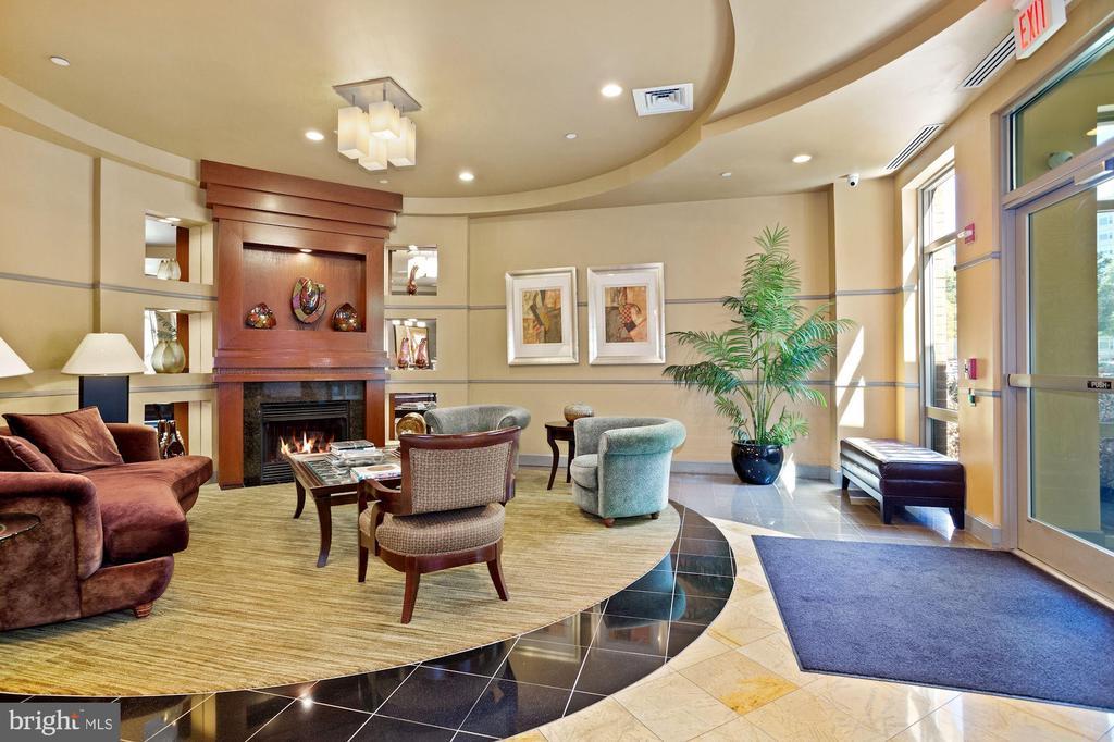 Building lobby - 1000 N RANDOLPH ST #809, ARLINGTON