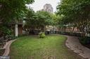 Garden behind building - 1000 N RANDOLPH ST #809, ARLINGTON