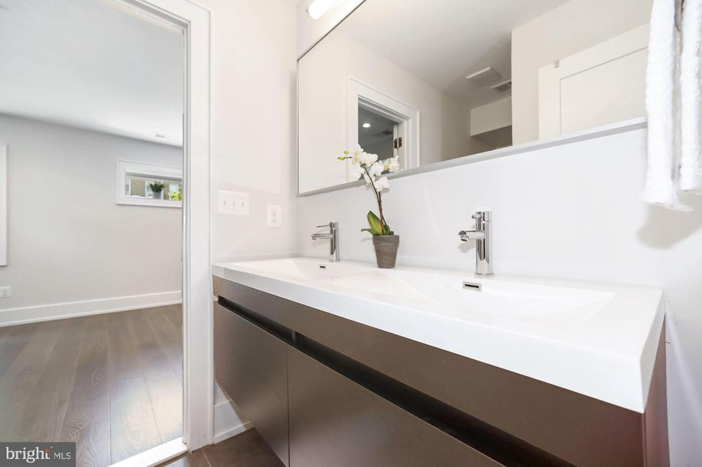 Sleek and modern bathrooms - 407 RANDOLPH ST NW #1, WASHINGTON