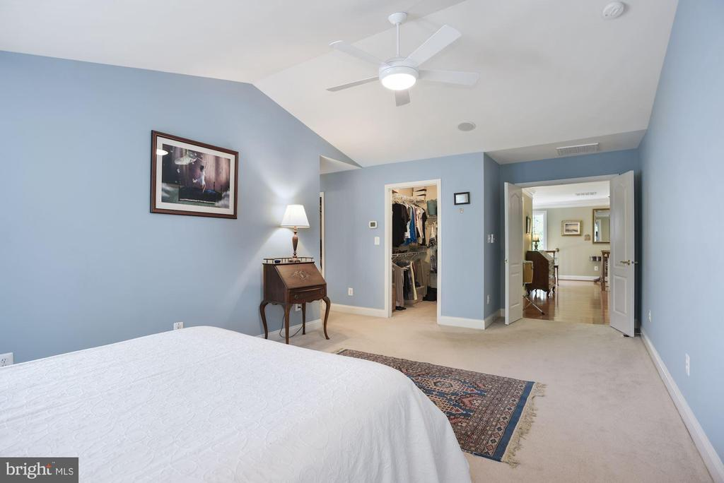 Double door entry - his & her walk in closets - 20157 VALHALLA SQ, ASHBURN