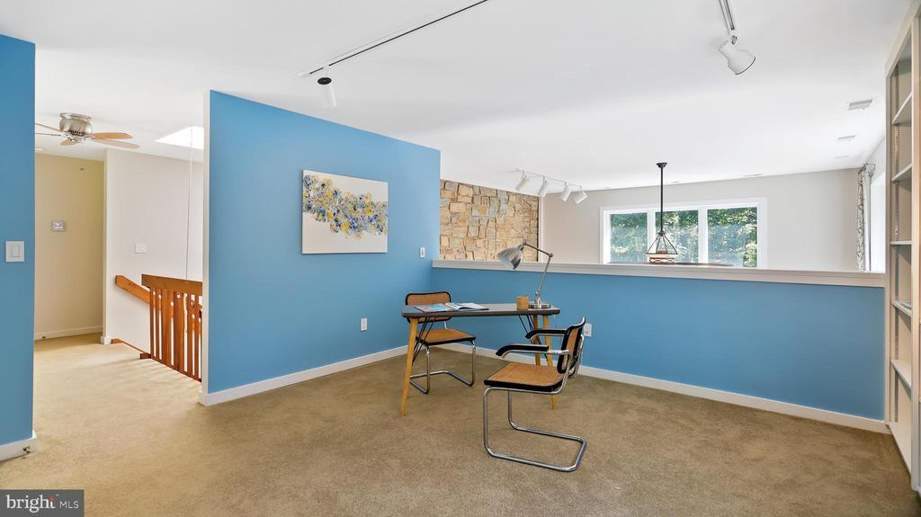2nd floor loft/office - 10717 MEADOWOOD DR, VIENNA