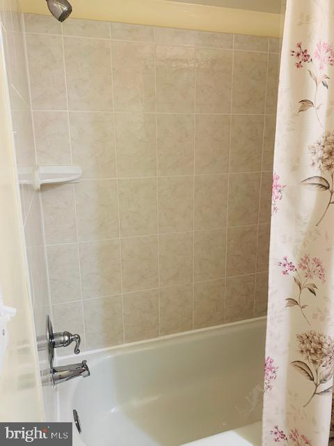 Beautifully tiled shower - 4620 CONWELL DR #146, ANNANDALE
