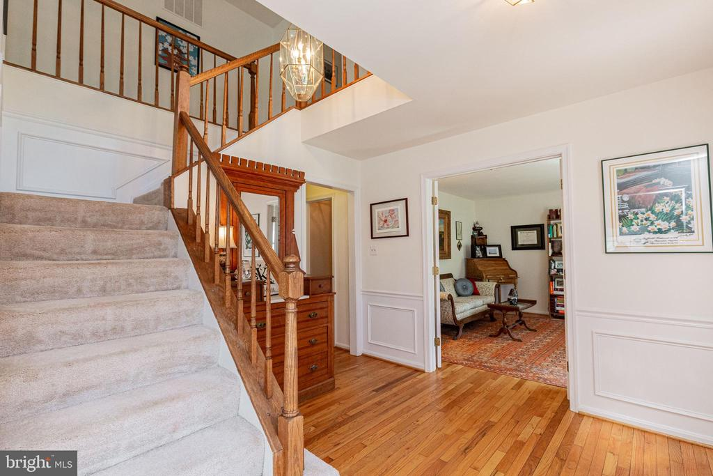 - 13937 VALLEY COUNTRY DR, CHANTILLY