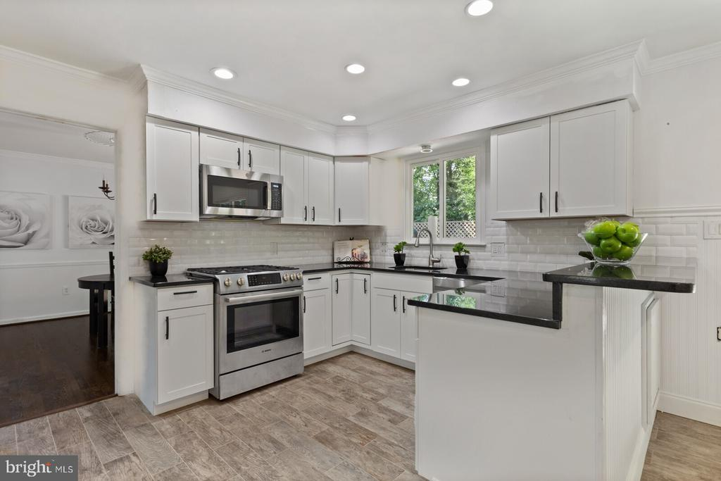 New kitchen/new appliances - 8800 PRUDENCE DR, ANNANDALE
