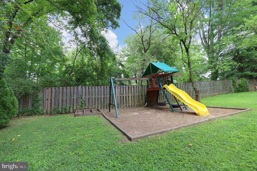 Backyard with Playset - 4124 HUNT RD, FAIRFAX