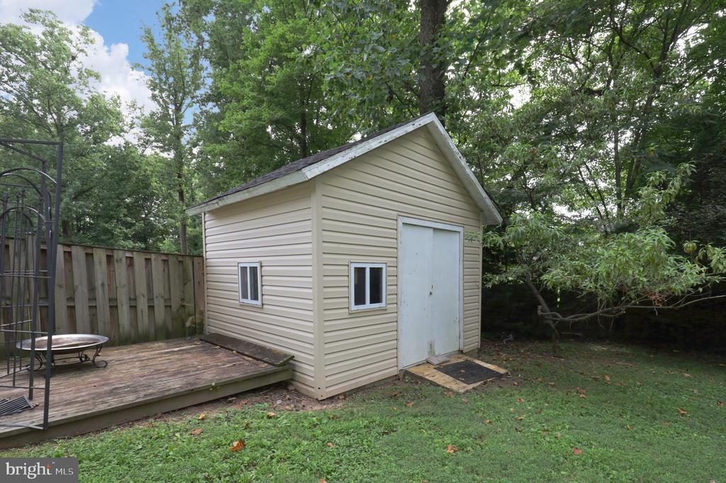 Backyard Storage Shed - 4124 HUNT RD, FAIRFAX