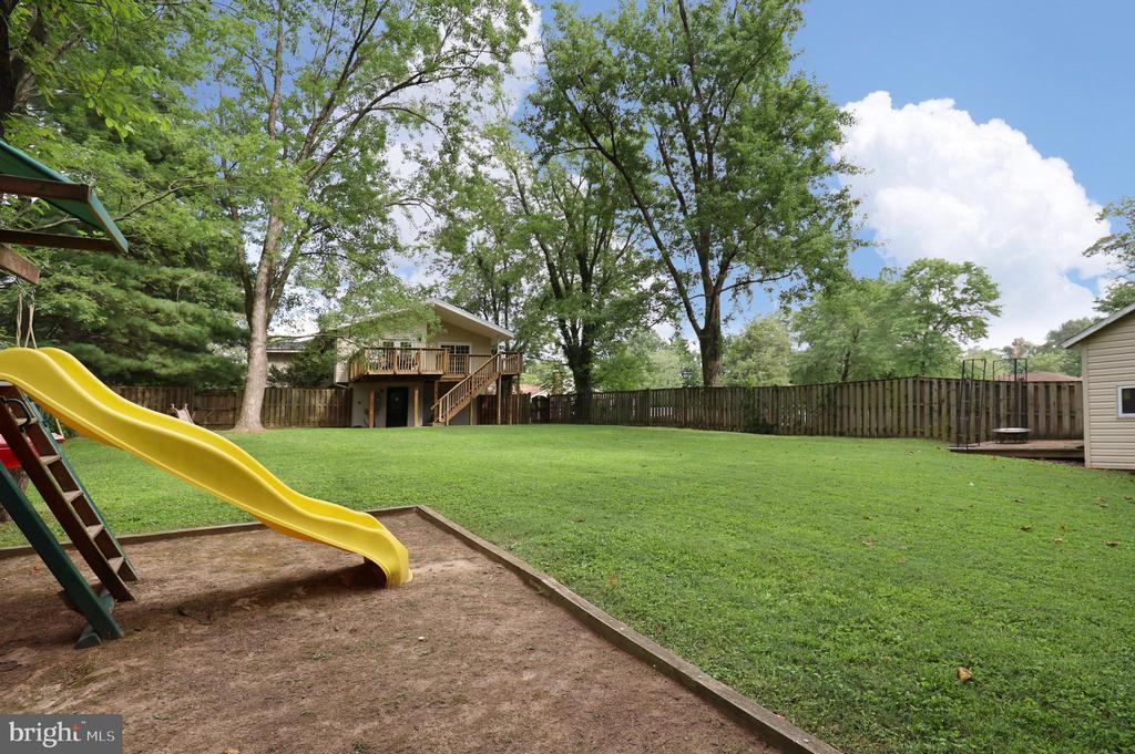 Fenced Backyard - 4124 HUNT RD, FAIRFAX