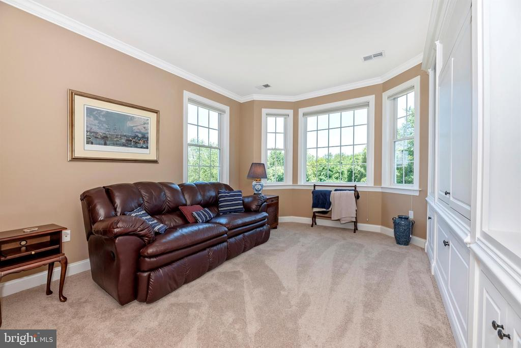 Large sitting room with natural light - 12788 BARNETT DR, MOUNT AIRY