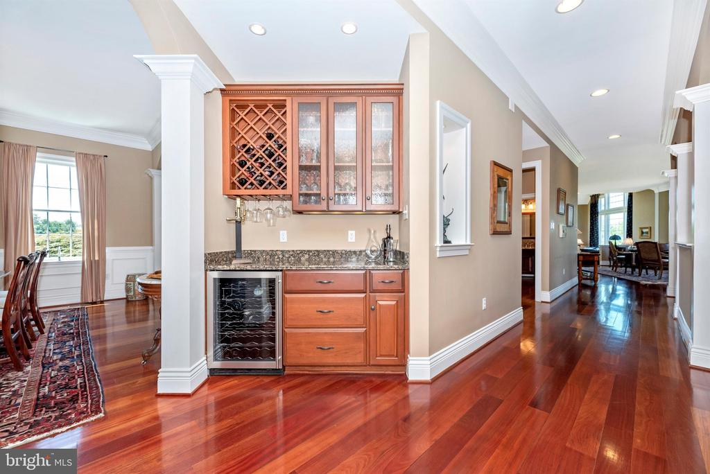 Wine cooler conveys - 12788 BARNETT DR, MOUNT AIRY