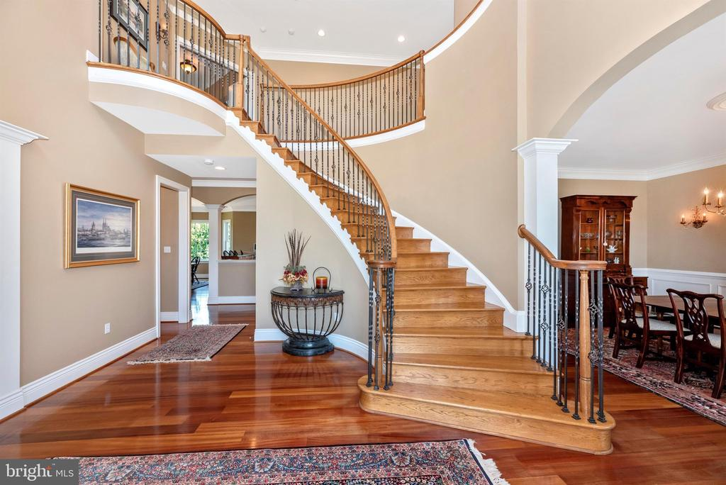 Curved staircase - 12788 BARNETT DR, MOUNT AIRY