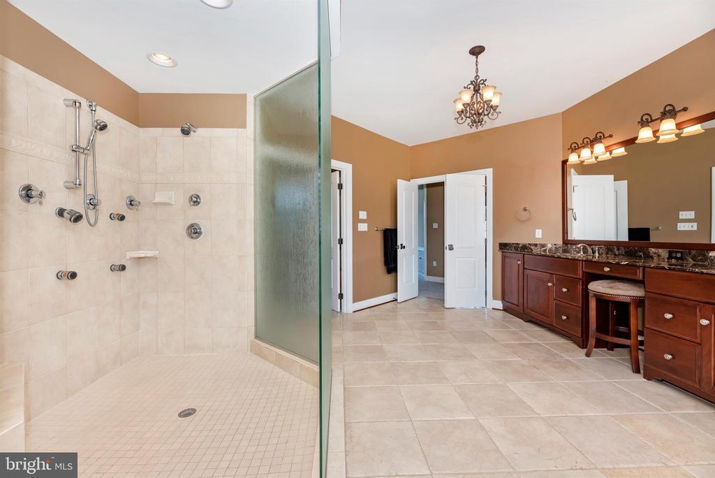 Gorgeous shower - 12788 BARNETT DR, MOUNT AIRY