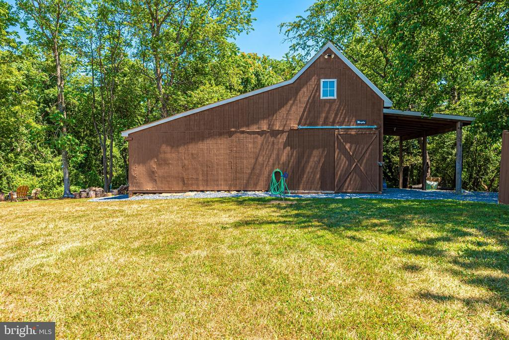 Barn with heated interior - 12788 BARNETT DR, MOUNT AIRY