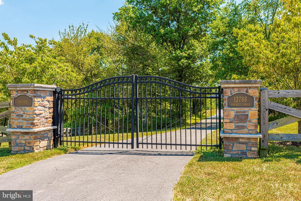 Gate with keypad for entry - 12788 BARNETT DR, MOUNT AIRY