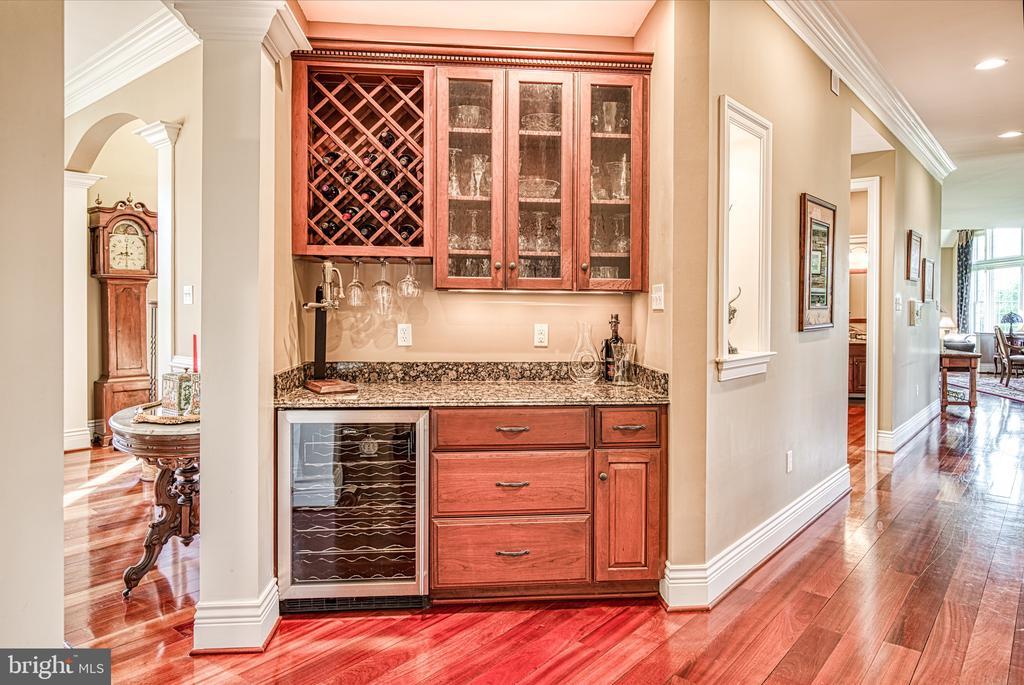 Butler's pantry - 12788 BARNETT DR, MOUNT AIRY