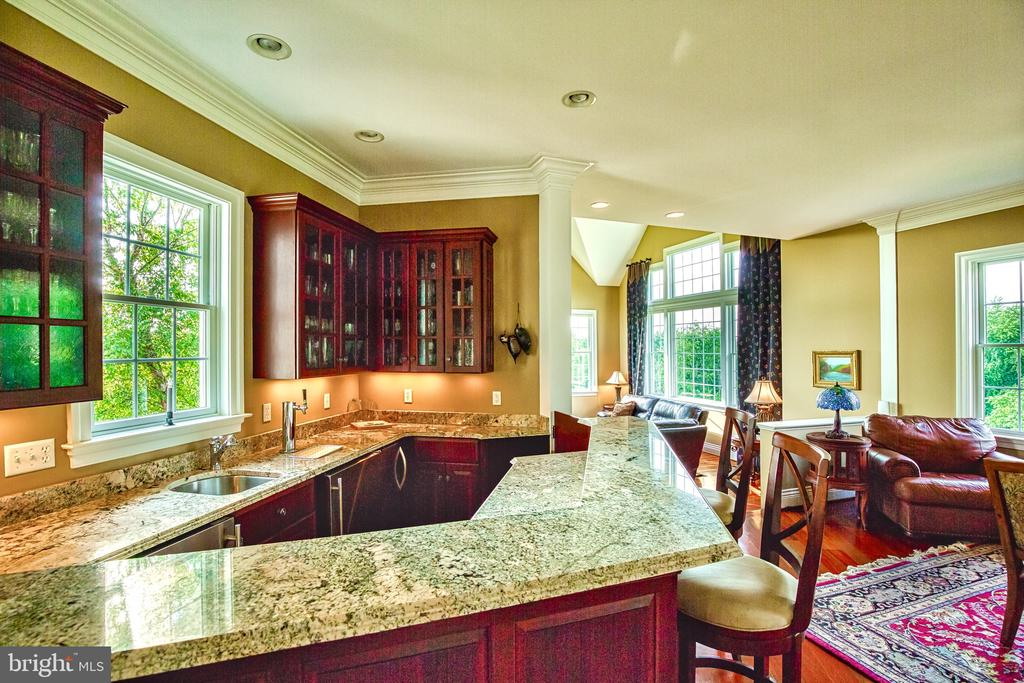 Beautiful granite bar - 12788 BARNETT DR, MOUNT AIRY
