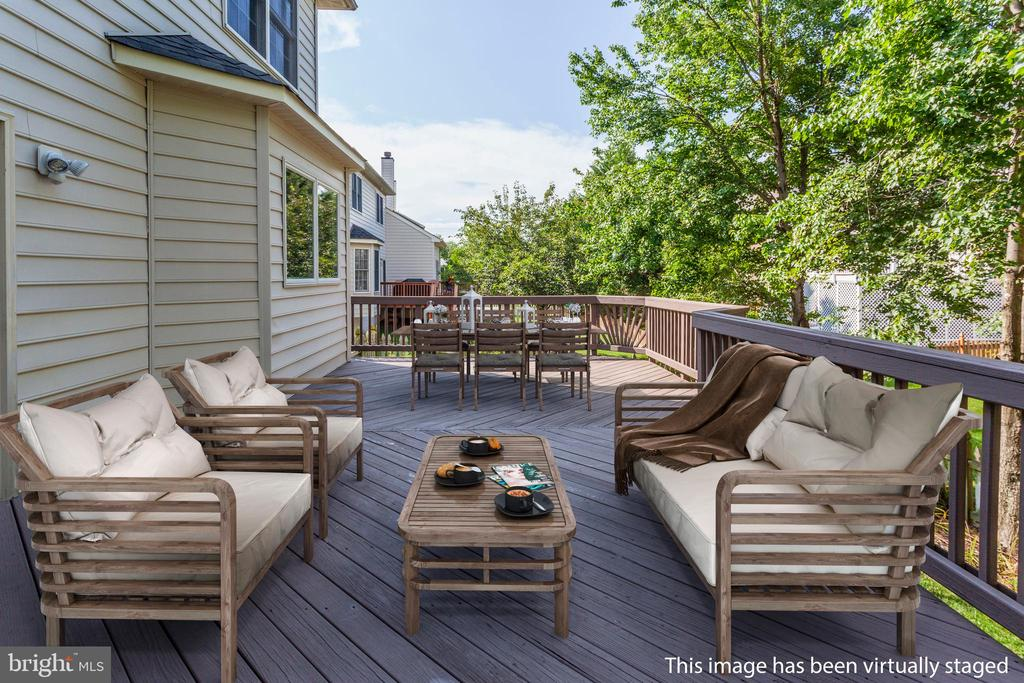 Relax on Your Deck With Some Friends - 26048 IVERSON DR, CHANTILLY