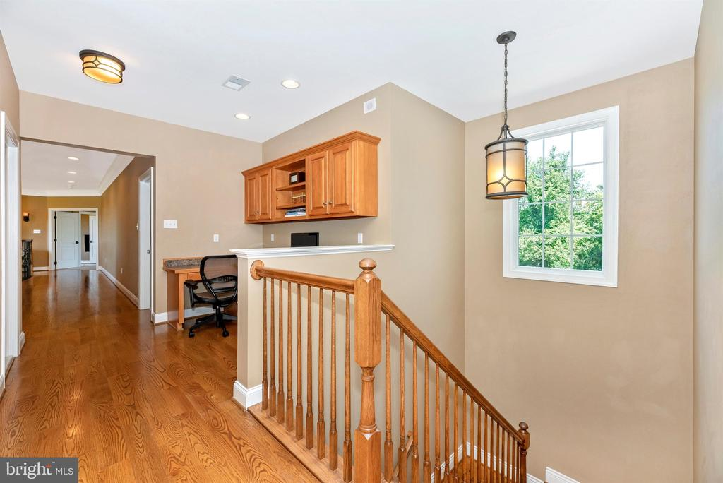 Second staircase to main floor - 12788 BARNETT DR, MOUNT AIRY