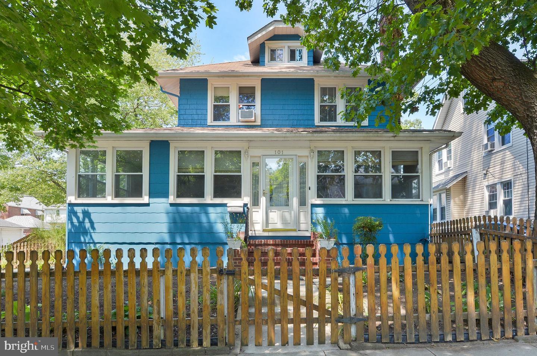 Single Family Homes のために 売買 アット Collingswood, ニュージャージー 08108 アメリカ
