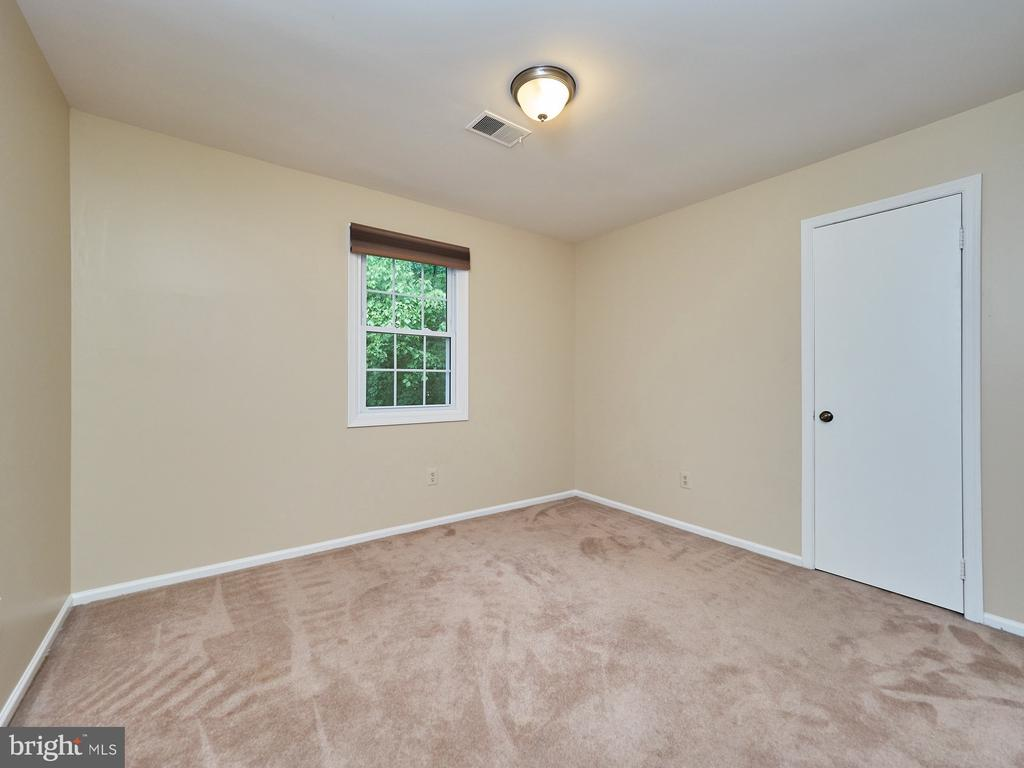 4th Bedroom in upper level - 3710 KRYSIA CT, ANNANDALE
