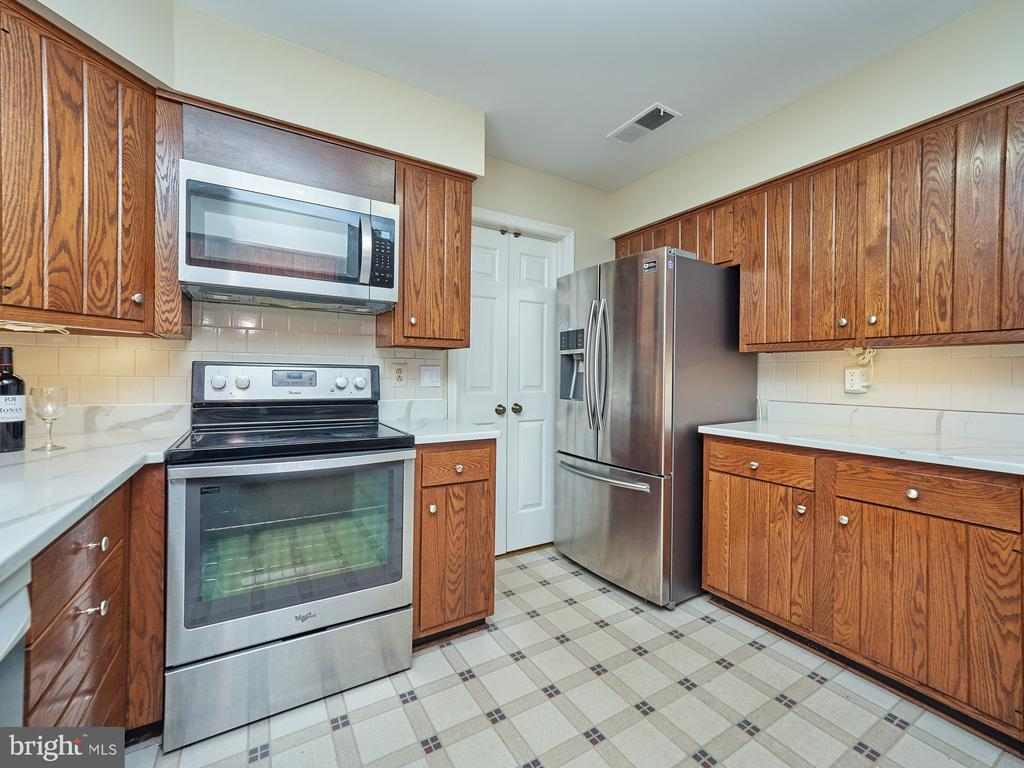 Stainless Steel Appliances - 3710 KRYSIA CT, ANNANDALE