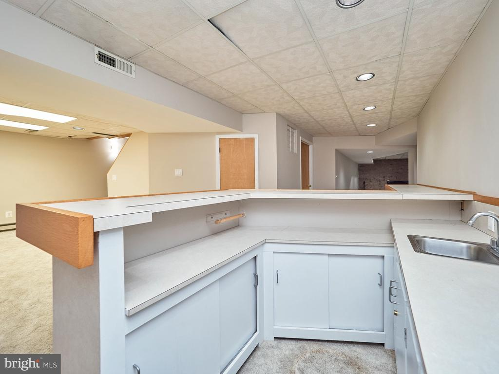 Wet Bar in Lower Level - 3710 KRYSIA CT, ANNANDALE