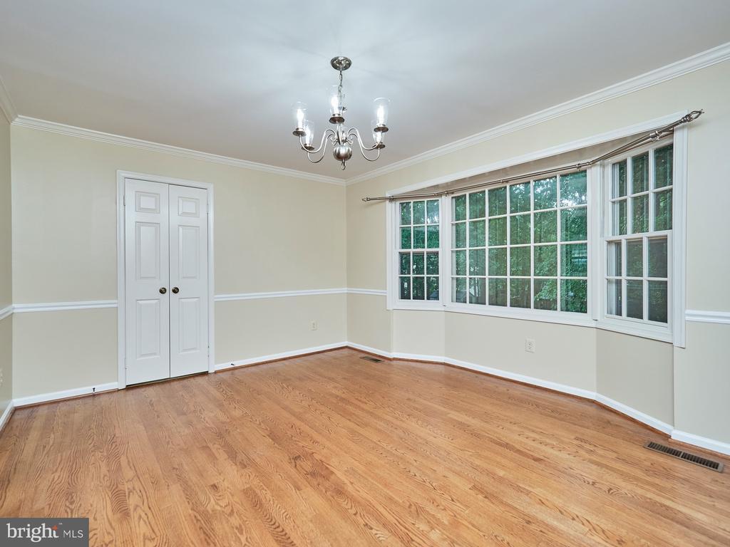 Dining Room overlooks beautiful yard - 3710 KRYSIA CT, ANNANDALE